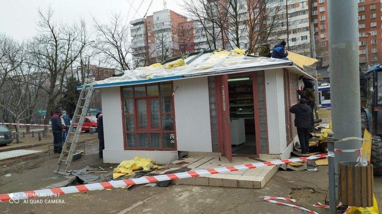 Demolarea complexului din trei gherete amplasate pe bd. Traian, 20 colț cu str. Grenoble