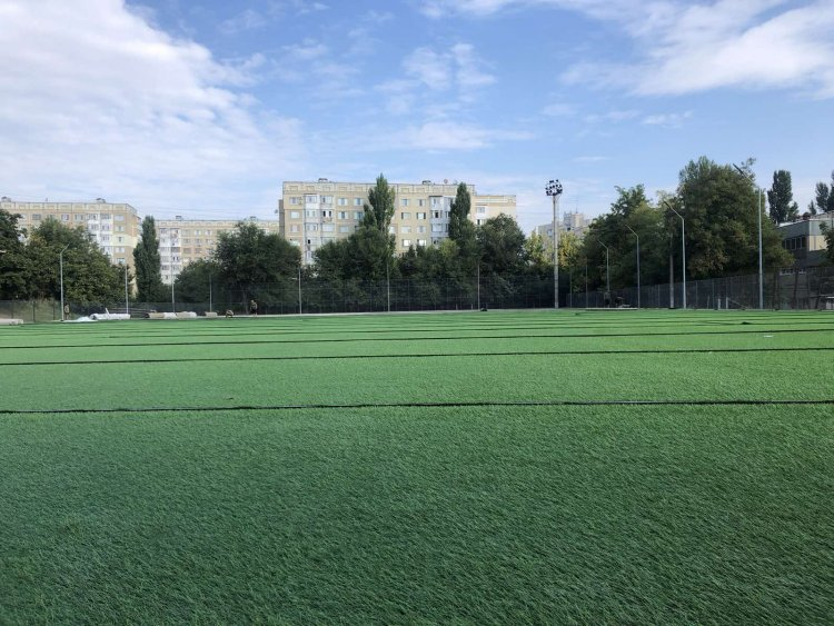 Continuă lucările de reamenajare a stadionului amplasat între Instituția Publică Liceul teoretic Nicolae Iorga și Liceul teoretic Mihai Grecu.